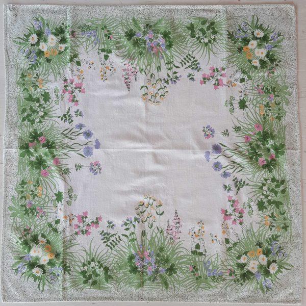 bordsduk-med-blommor-1