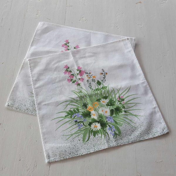 bordsduk-med-blommor-3