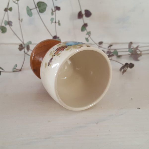äggkoppar-&-saltströare-i-porslin-och-trä-4