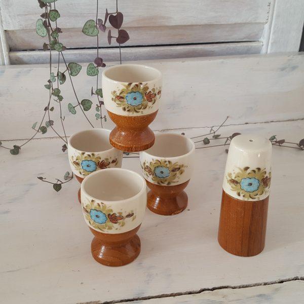äggkoppar-&-saltströare-i-porslin-och-trä-7