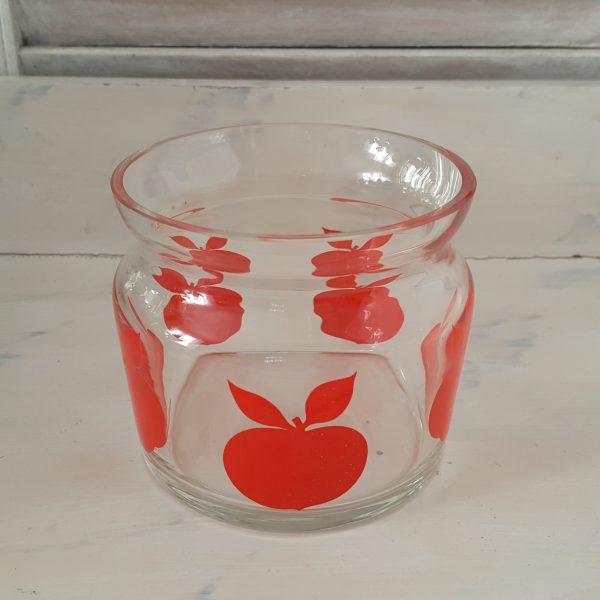 glasburk-med-röda-äpplen-retro-2