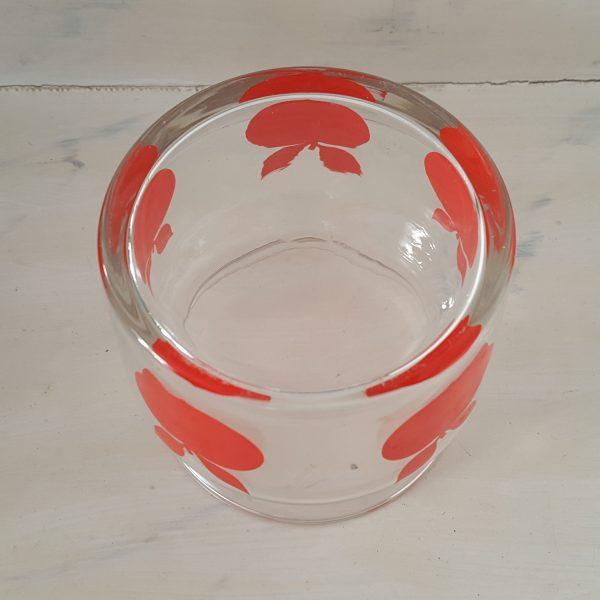glasburk-med-röda-äpplen-retro-5