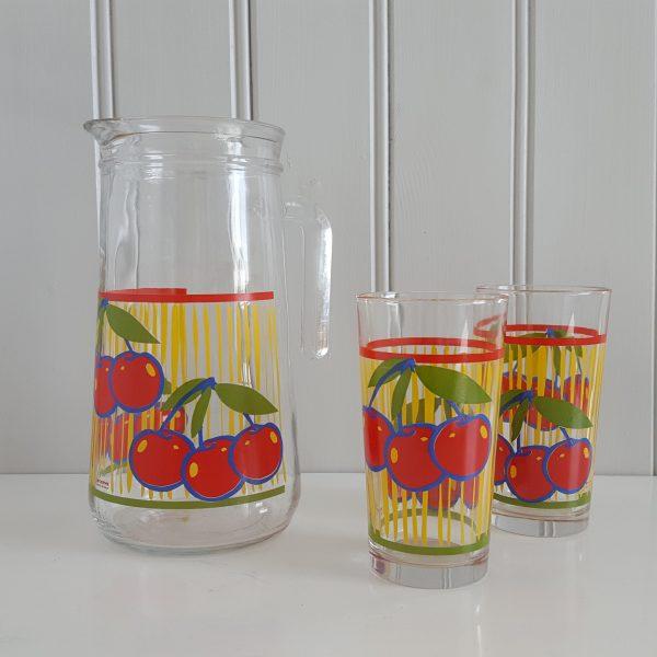 saftkanna-två-glas-körsbär-cerve-70-talet-1