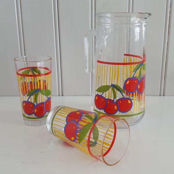 saftkanna-två-glas-körsbär-cerve-70-talet-3