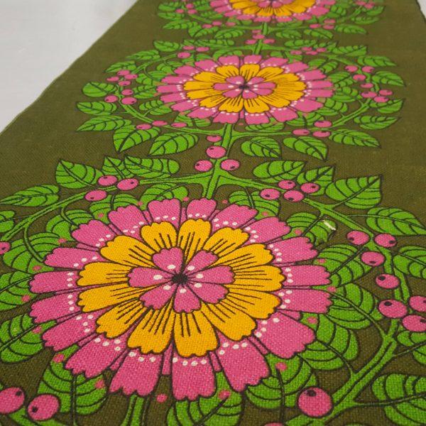 juteväv-med-textiltryck-blom-&-bär-retro-6