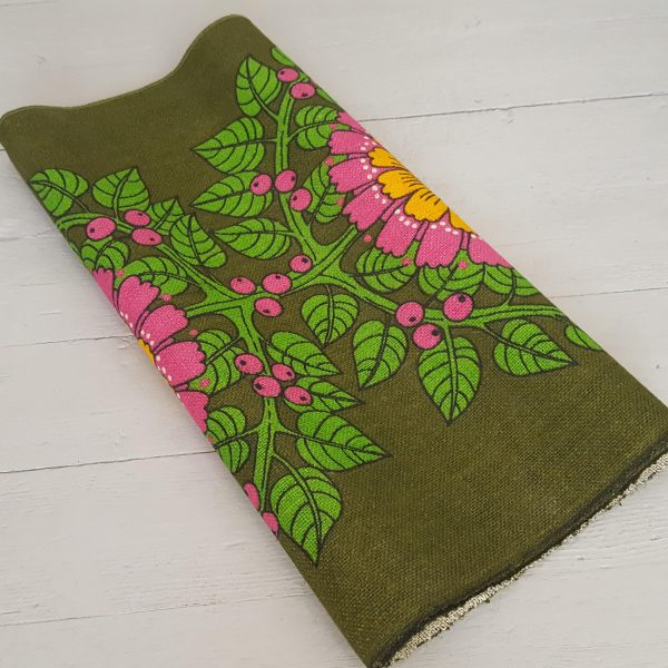 juteväv-med-textiltryck-blom-&-bär-retro-7