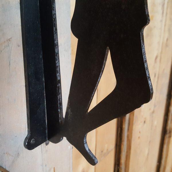 väggkrok-i-form-av-en-lykttändare-7