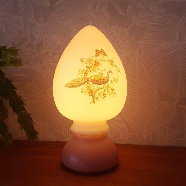 bordslampa-rosdala-påfågel-med-blommor-6