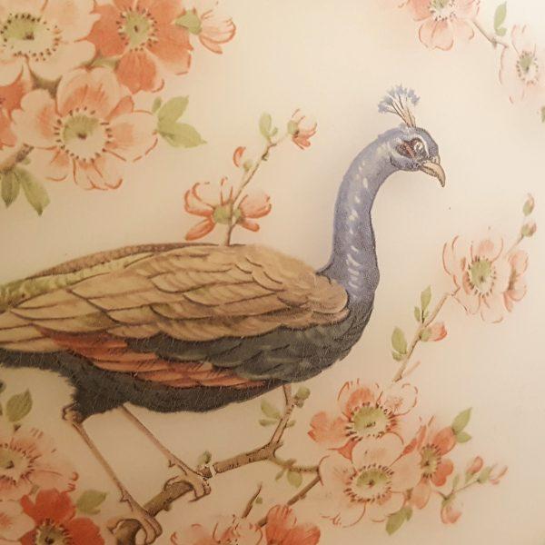 bordslampa-rosdala-påfågel-med-blommor-8
