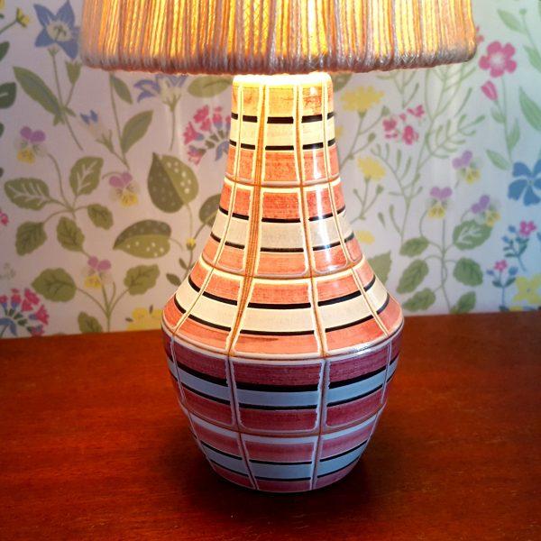bordslampa-keramik-rosa-&-vit-vintage-4