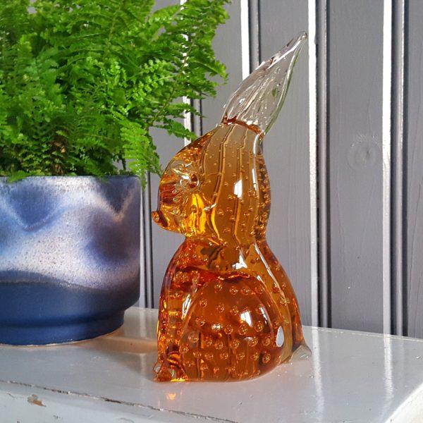 kanin-hare-bärnstensfärgat-glas-gränna-glasbruk-3