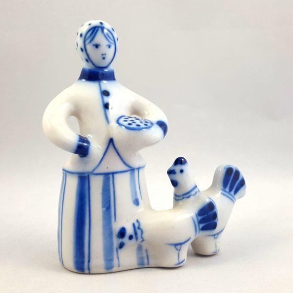 kvinna-matar-höns-blå-&-vit-ghzel-ussr-2
