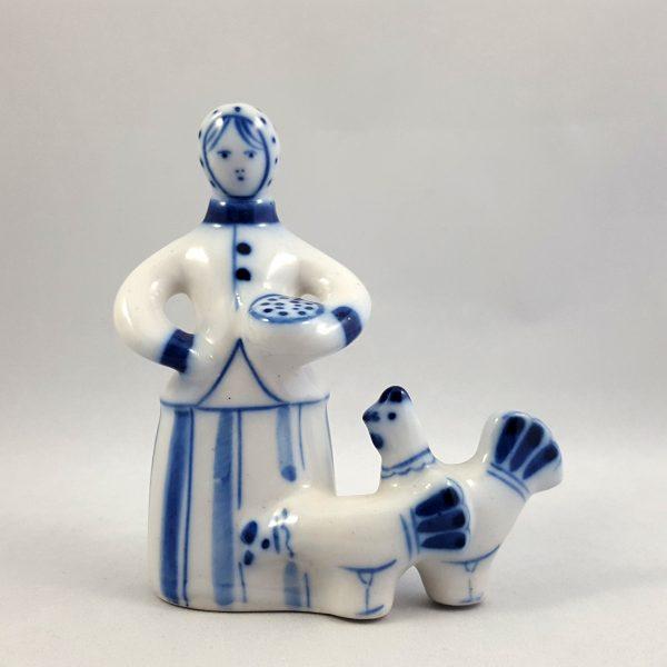 kvinna-matar-höns-blå-&-vit-ghzel-ussr-3