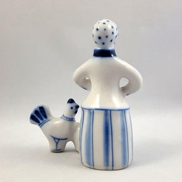 kvinna-matar-höns-blå-&-vit-ghzel-ussr-4