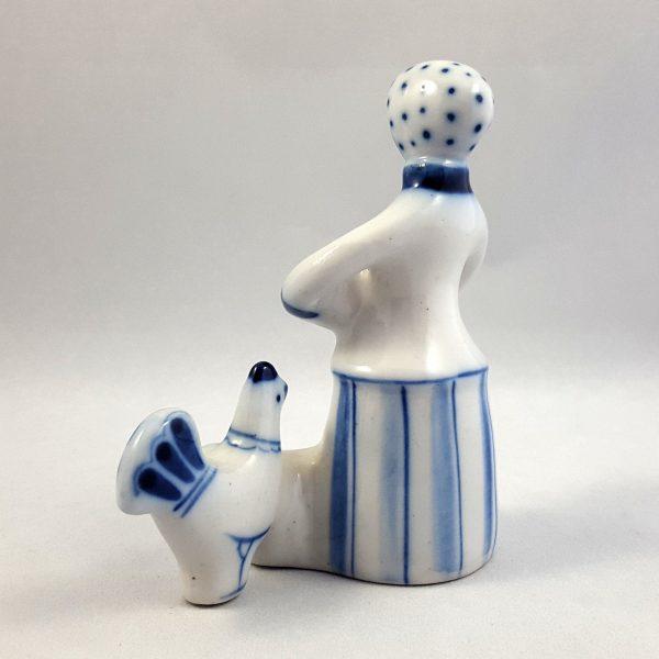 kvinna-matar-höns-blå-&-vit-ghzel-ussr-5