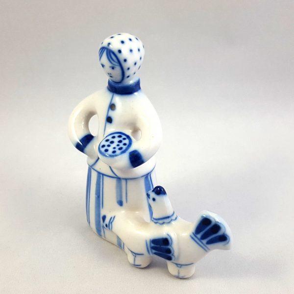 kvinna-matar-höns-blå-&-vit-ghzel-ussr-9