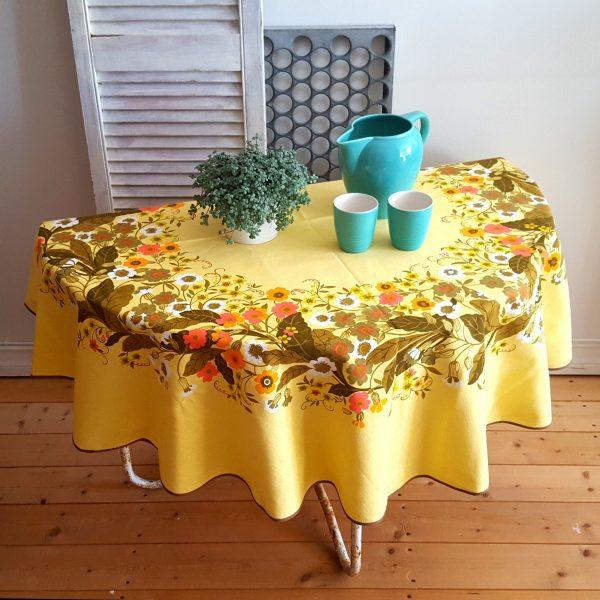 bordsduk-förgätmigej-almedahls-inger-åberg-3
