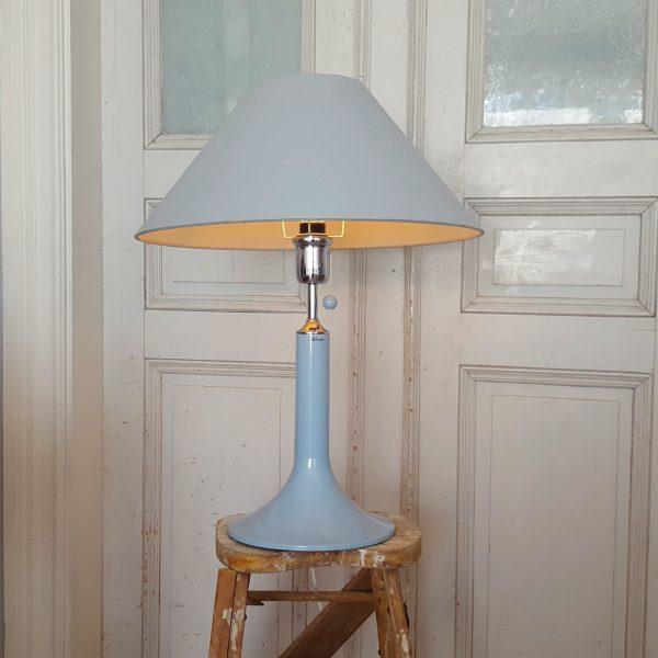 lampfot-ljusblå-metall-design-börje-claes-4