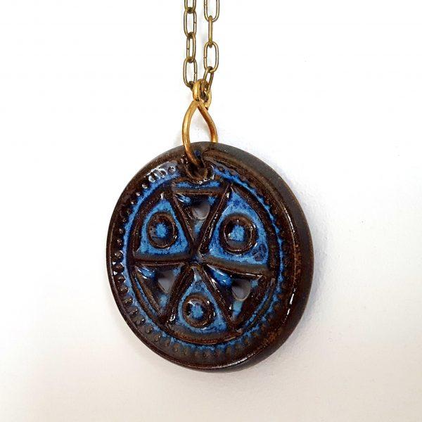 halsband-medaljong-bornholmsk-keramik-michael-andersen-2
