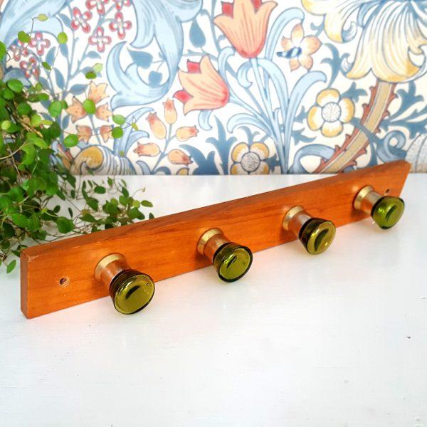 kroklist-hängare-teak-grön-glas-2